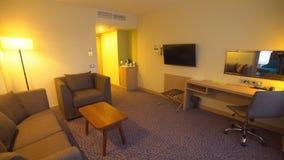 Inre av ett hotellrum, vardagsrum stock video