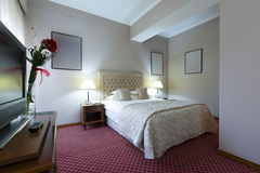 Inre av ett hotellsovrum Royaltyfri Foto