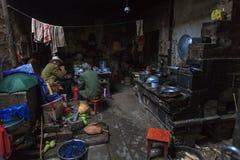Inre av ett hus i slumkvarteren Arkivbilder