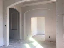 Inre av ett nytt hus under konstruktion Arkivbilder