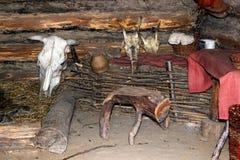 Inre av ett slavichem (det 9th århundradet) Arkivfoton
