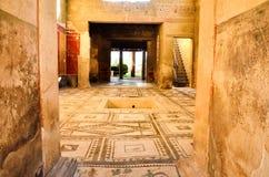 Inre av fördärvar av den antika rika romerska delen för familjhemmet av den turist- destinationen royaltyfri fotografi