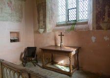 Inre av församlingkyrkan Widford för St Oswald Arkivbild
