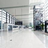 Inre av flygplatsen Arkivbild