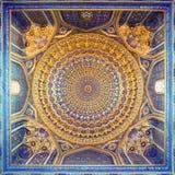 Inre av forntida Tillya Kary Madrassah i Samarkand Arkivbilder