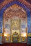 Inre av forntida Tillya Kary Madrassah i Samarkand Royaltyfria Bilder