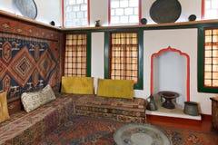 Inre av främre rum av haremmen i Khans slott Royaltyfri Bild