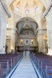 Inre av gamla Havana Catholic Cathedral Korridoren har stenpi royaltyfri foto