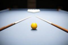 Inre av härlig och modern billiard Royaltyfri Bild