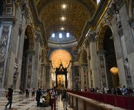 Inre av helgonet Peter Basilica San Pietro arkivbild
