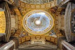Inre av helgonet Peter Cathedral i Vaticanen Fotografering för Bildbyråer