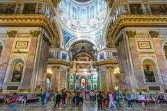 Inre av helgonIsaacs domkyrka i St Petersburg, Russi Arkivbilder