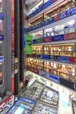 Inre av HQ-marknaden en av den största gallerian som säljer elektroniska apparater i Shenzhen Royaltyfri Foto