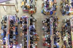 Inre av HQ-marknaden en av den största gallerian som säljer elektroniska apparater i Shenzhen Arkivbild