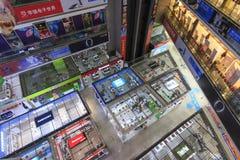 Inre av HQ-marknaden en av den största gallerian som säljer elektroniska apparater i Shenzhen Arkivbilder