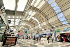 Inre av i den Chicago flygplatsterminalen royaltyfri foto