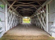 Inre av Imesen täckte bron, Madison County, Iowa royaltyfria foton