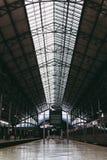 Inre av järnvägsstationen Arkivfoton