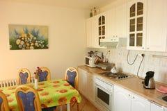 Inre av kök i Vila Klara, Smokovec. Fotografering för Bildbyråer