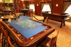 Inre av kasinot som är klar för affär Arkivfoto