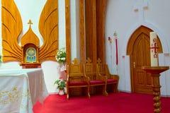 Inre av katolska kyrkan för helig ande av den Heviz staden, Ungern arkivbild