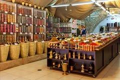 Inre av kryddan shoppar i gammal stad av Jerusalem Arkivbilder