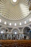 Inre av kupolen i den Mosta kyrkan på Malta Royaltyfri Fotografi