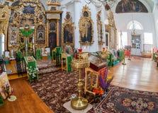 Inre av kyrkan av den heliga framsidan i byn Mlevo Arkivfoton
