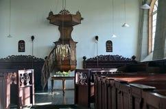 Inre av kyrkan av Eenum, Groningen arkivfoton