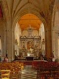 Inre av kyrkan glise Notre-Dame av för vår dam- eller Ã-‰ i Calais, Frankrike arkivfoto
