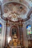 Inre av kyrkan i Sternberk, Moravia Arkivfoton