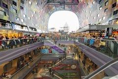 Inre av Markthalen i Rotterdam, Nederländerna Royaltyfri Fotografi