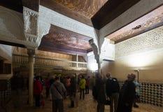 Inre av Mexuar Hall på den Nasrid slotten Royaltyfri Bild