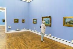 Inre av Neue Pinakothek, målningar av 19 c museum i Kunsta Royaltyfri Foto
