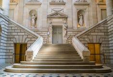 Inre av operahuset med trappa Arkivfoton