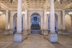 Inre av operahuset med trappa Royaltyfria Bilder