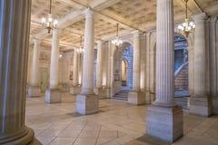 Inre av operahuskorridoren med trappa Arkivbild