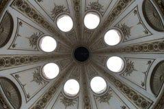 Inre av palatslika kupoltakfönster Royaltyfri Fotografi