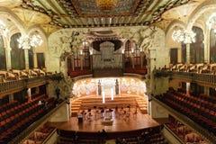 Inre av Palau de la Musica Catalana i Barcelona Royaltyfri Bild