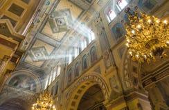 Inre av Pokrovskiy den ryska ortodoxa kyrkan, Kharkov, Ukraina fotografering för bildbyråer