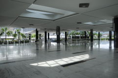 Inre av Puncak Alam Mosque på Selangor, Malaysia royaltyfri foto