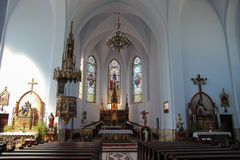 Inre av Roman Catholic Church i Cacica, Rumänien arkivbilder