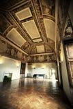 Inre av rum i det historiska huset Royaltyfri Foto