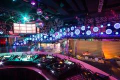 Inre av rummet i nattklubben Pacha Arkivfoto
