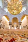 Inre av Sheikh Zayed Grand Mosque i Abu Dhabi Royaltyfri Foto