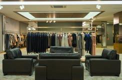 Inre av shoppar sälja läder- och pälsdressingar arkivfoto