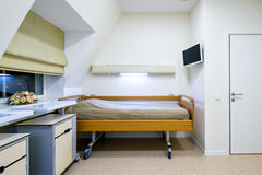 Inre av sjukhusrum i klinik Royaltyfri Bild