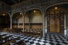 Inre av slottkyrkan av den gamla slotten Royaltyfri Fotografi