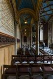 Inre av slottkyrkan av den gamla slotten Royaltyfri Bild