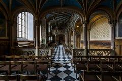 Inre av slottkyrkan av den gamla slotten Royaltyfri Foto